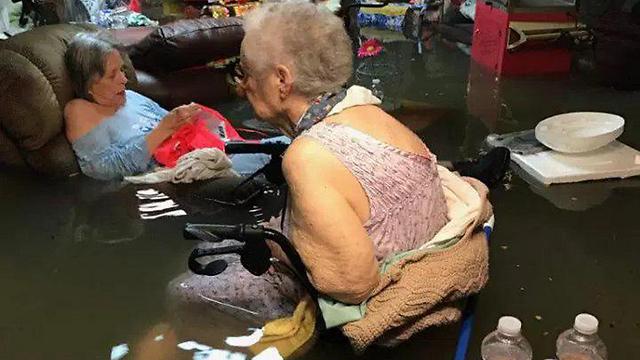 התמונה מכמירת הלב מבית האבות בטקסס
