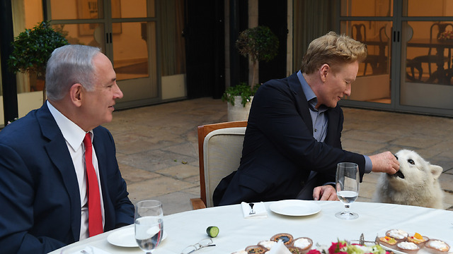 Conan O'Brien feeds Netanyahu's dog, Kaia (Credit: Kobi Gideon/GPO)