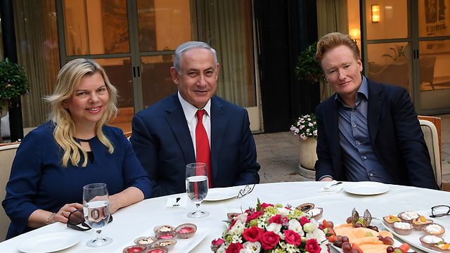 Conan O'Brien and the Netanyahus (Credit: Kobi Gideon/GPO)