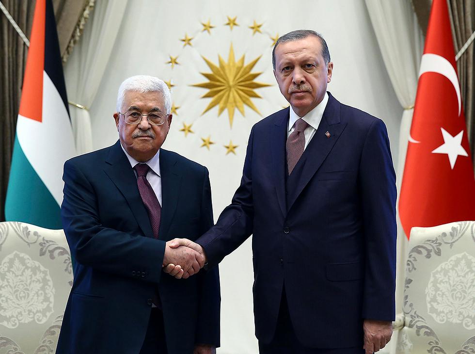 Abbas (L) and Erdoğan (Photo: AP)