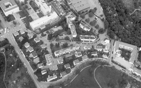 """מבט על שטח תערוכת """"המגורים"""". אדריכלים שמרנים טענו כי תוכנית האב מתקרבת לטיפולגיית """"הכפר הערבי""""  (צילום: Veit Mueller and Martin Losberger, cc)"""