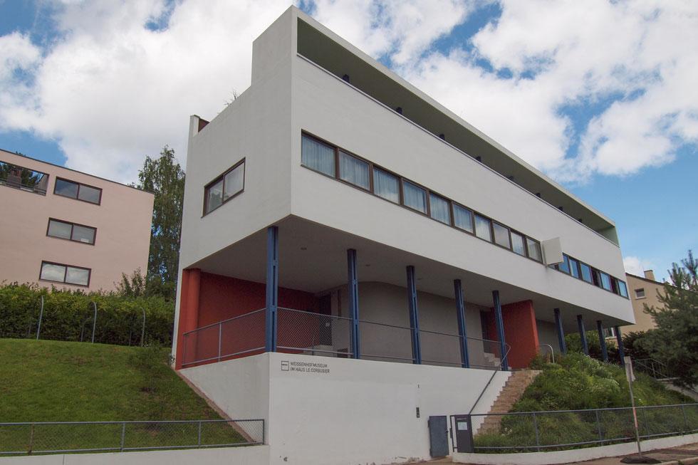 אחוזת וייסנהוף בתכנונו של לה קורבוזיה, נבנתה בין שתי מלחמות העולם, במסגרת תערוכה שהציגה אפשרויות מגורים חדשות (אז). בשנה שעברה נכללה ברשימת אתרי המורשת העולמית של אונסקו  (צילום:  Claudio Divizia, Shutterstock)