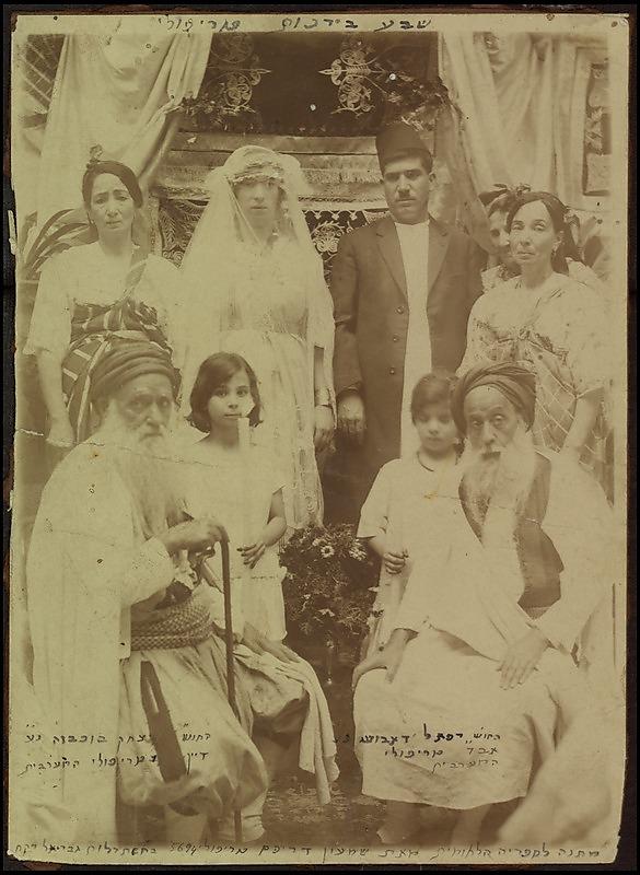 חתונה משנות ה-20 של המאה הקודמת בטריפולי, לוב. התמונה נתרמה לספרייה הלאומית כבר בשנת 1936 על ידי החתן, שמעון דריקס (צילום: הספרייה הלאומית)