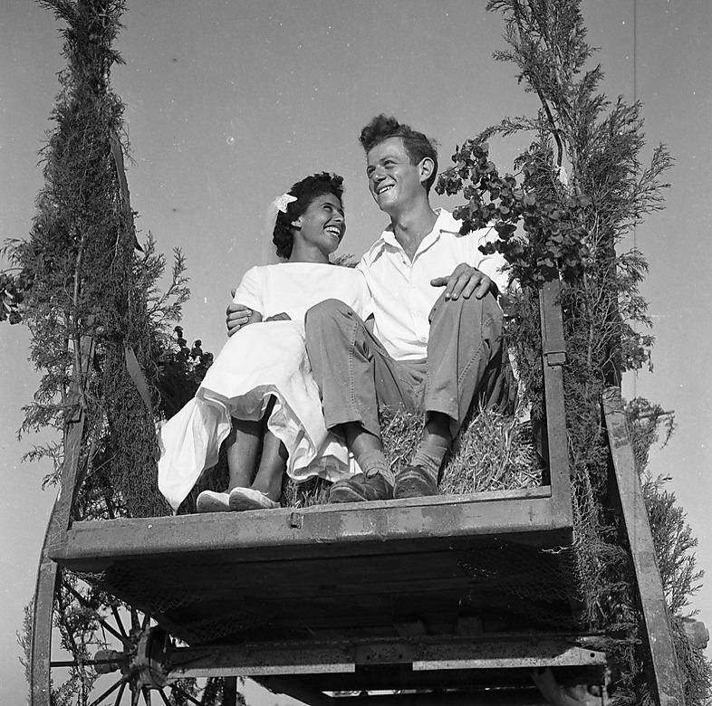 חתונה בקיבוץ סעד, 1959. התמונה לקוחה מתוך אוסף אדי הירשביין (צילום: הספרייה הלאומית)