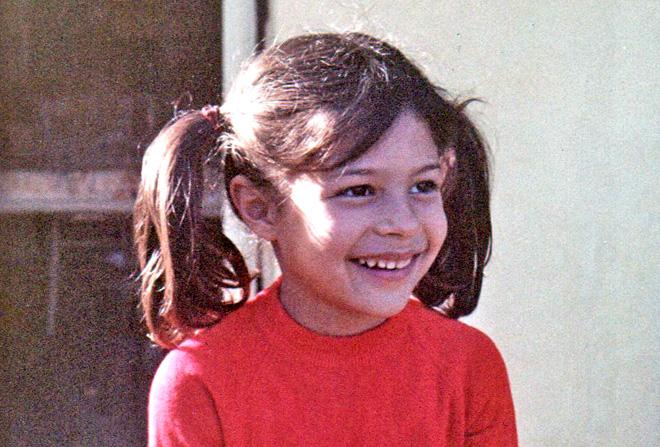 """אביטל אנגל, תמונת ילדות. """"הייתי ילדה של אבא, טום בוי"""" (צילום: מתוך אלבום פרטי)"""