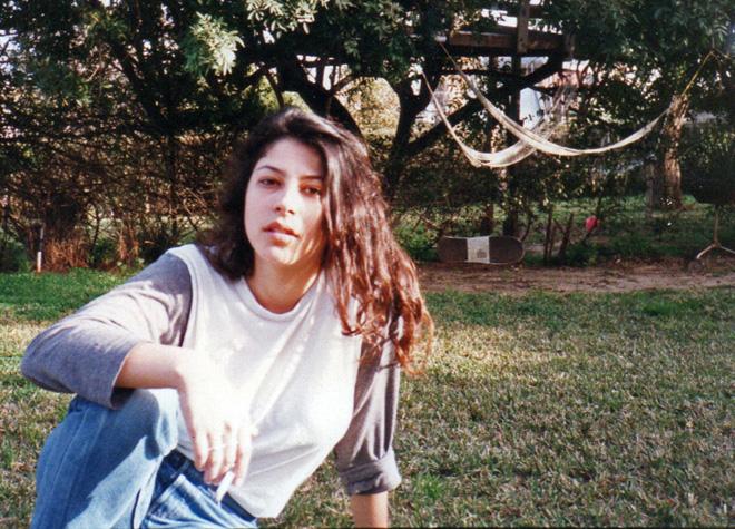 """בנעוריה. """"היה לי חבר, אבל כבר ידעתי שאני מתאהבת בבנות"""" (צילום: מתוך אלבום פרטי)"""