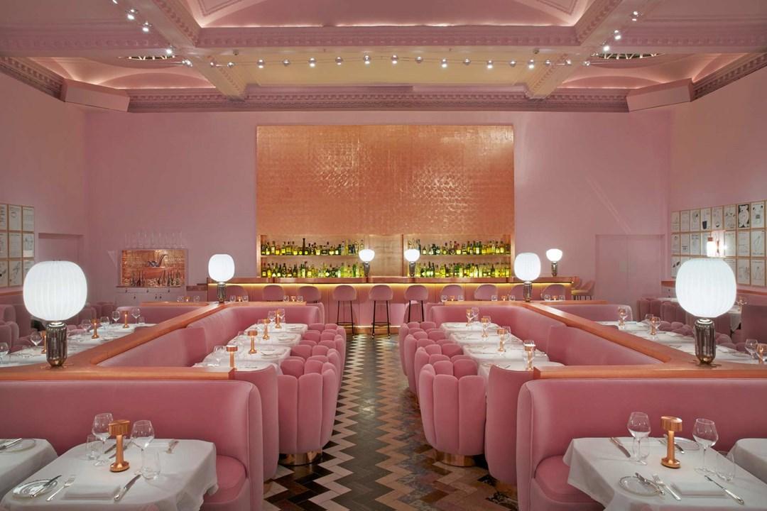 החלל הפנימי של מסעדת סטקץ' בלונדון