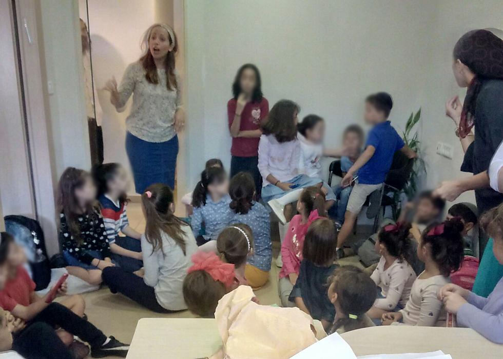 הביאו את הילדים למחלקת החינוך ()