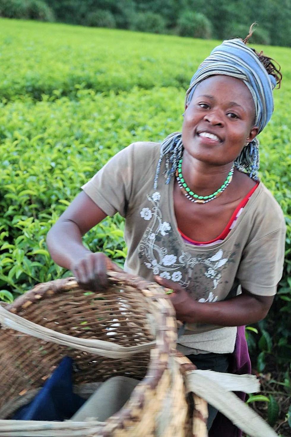 כשמגיעים לאפריקה רואים פתאום אנשים מחייכים אליך סתם, עושים לך שלום, וזה קסם.  (צילום: מאגמה) (צילום: מאגמה)