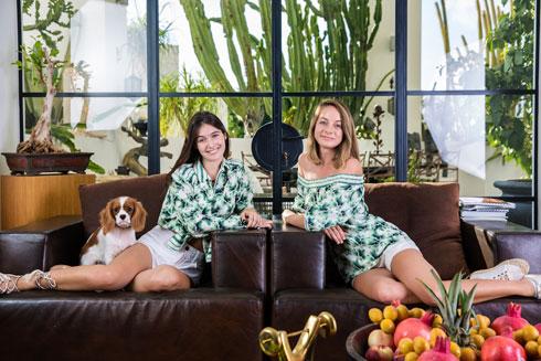 הדור הבא של האופנה במשפחה. מיכלי וולמן ונועה אוברזון-שמר (צילום: ענבל מרמרי)