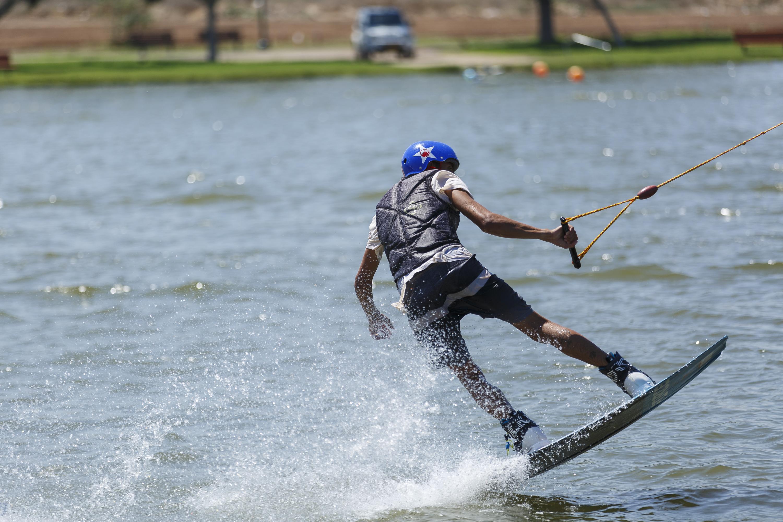 """ספורט אתגרי באגם התל-אביבי (צילום: יח""""צ)"""