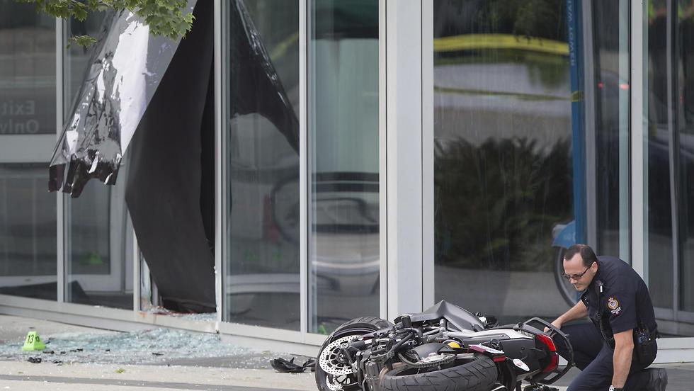"""זירת התאונה ב""""דדפול 2"""" (צילום: AP) (צילום: AP)"""