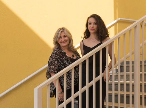 """האדריכליות סבירסקי מלול (משמאל) ומרינה סמבליאן. """"בית הספר צריך להיות כמו בית""""  (צילום: ליאור גרונדמן)"""