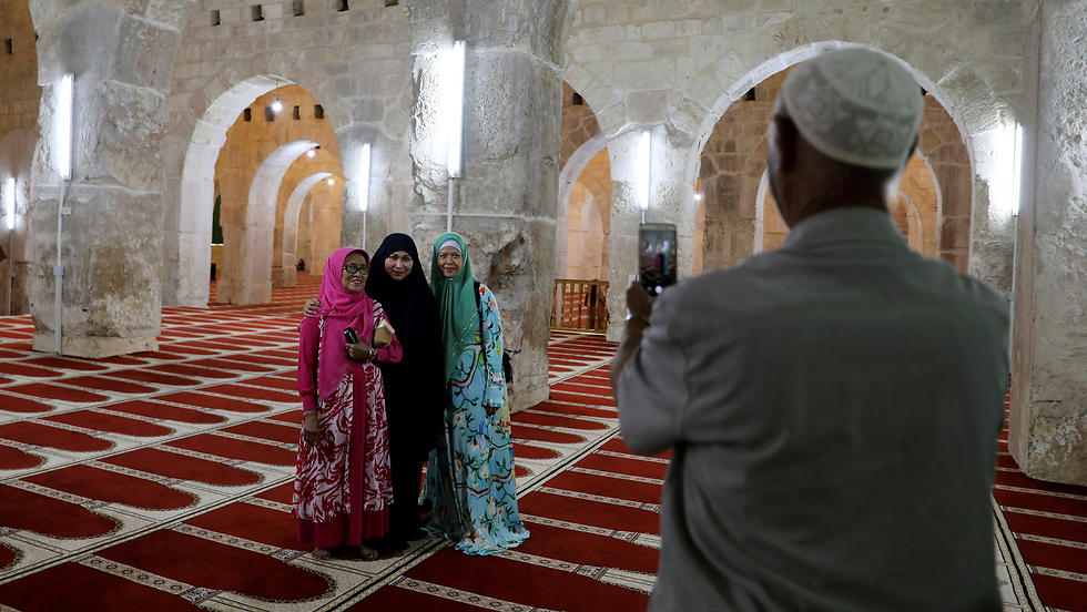 Muslim tourists take a photo inside al-Aqsa mosque (Photo: Reuters)