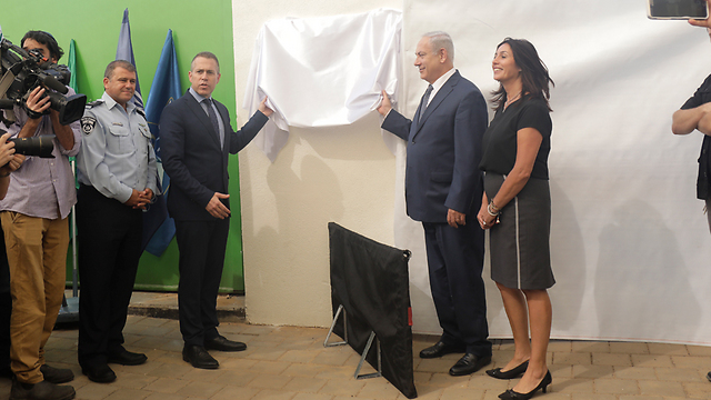 PM, Regev and Erdan inaugurate new police station (Photo: Shaul Golan)