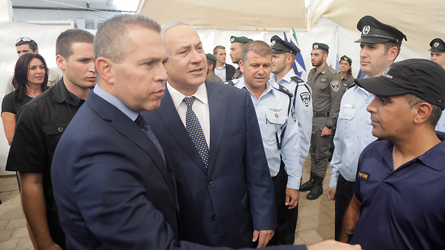 Minister Erdan and PM Netanyahu (Photo: Shaul Golan)