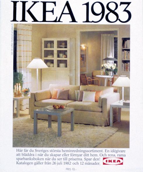 שטיח שאגי, שולחן לאק ולבן שולט בשער הקטלוג של 1983. מפתיע עד כמה הוא מזכיר קטלוגים עכשוויים (צילום: inter ikea systems)