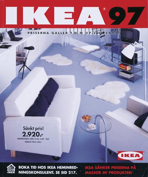 ושוב לבן (עם הופעה ראשונה של המחשב בסלון) בקטלוג של 1997 (צילום: inter ikea systems)