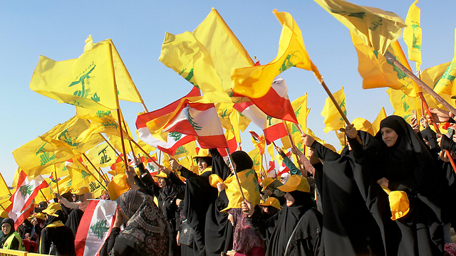 תומכי חיזבאללה בלבנון. המטרה: פיגועים מעבר לאוקיינוס (צילום: EPA)