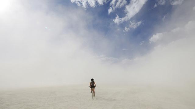 נעלמה באבק, בברנינג מן (צילום: רויטרס) (צילום: רויטרס)
