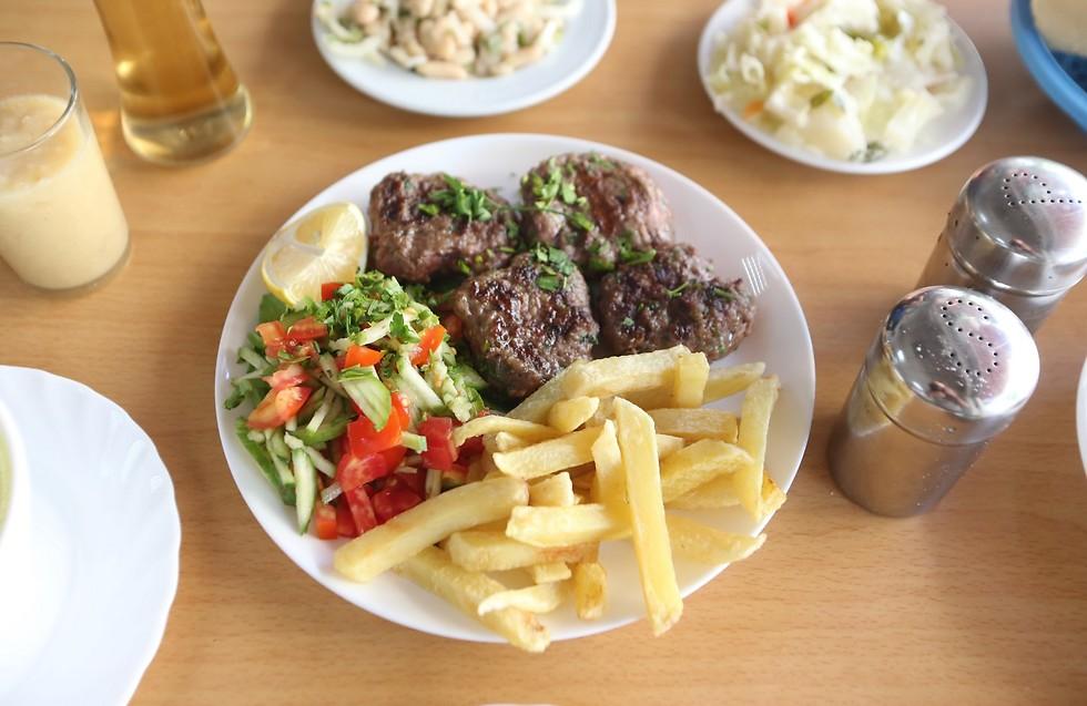 """הרבה יותר מקבב: אוכל בולגרי ב""""מונקה"""" (צילום: ירון ברנר) (צילום: ירון ברנר)"""