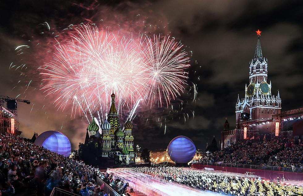 פסטיבל בינלאומי לתזמורות צבאיות בכיכר האדומה במוסקבה, רוסיה (צילום: AFP)