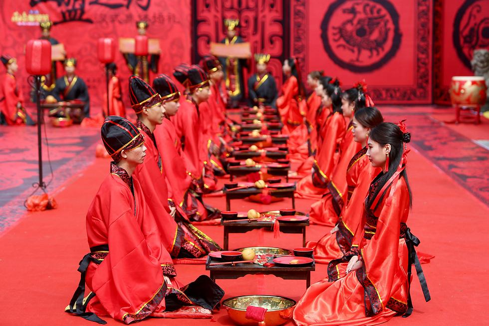 טקס חתונה המוני של בני שושלת האן בחג האהבה הסיני בהנגיאנג (צילום: רויטרס)