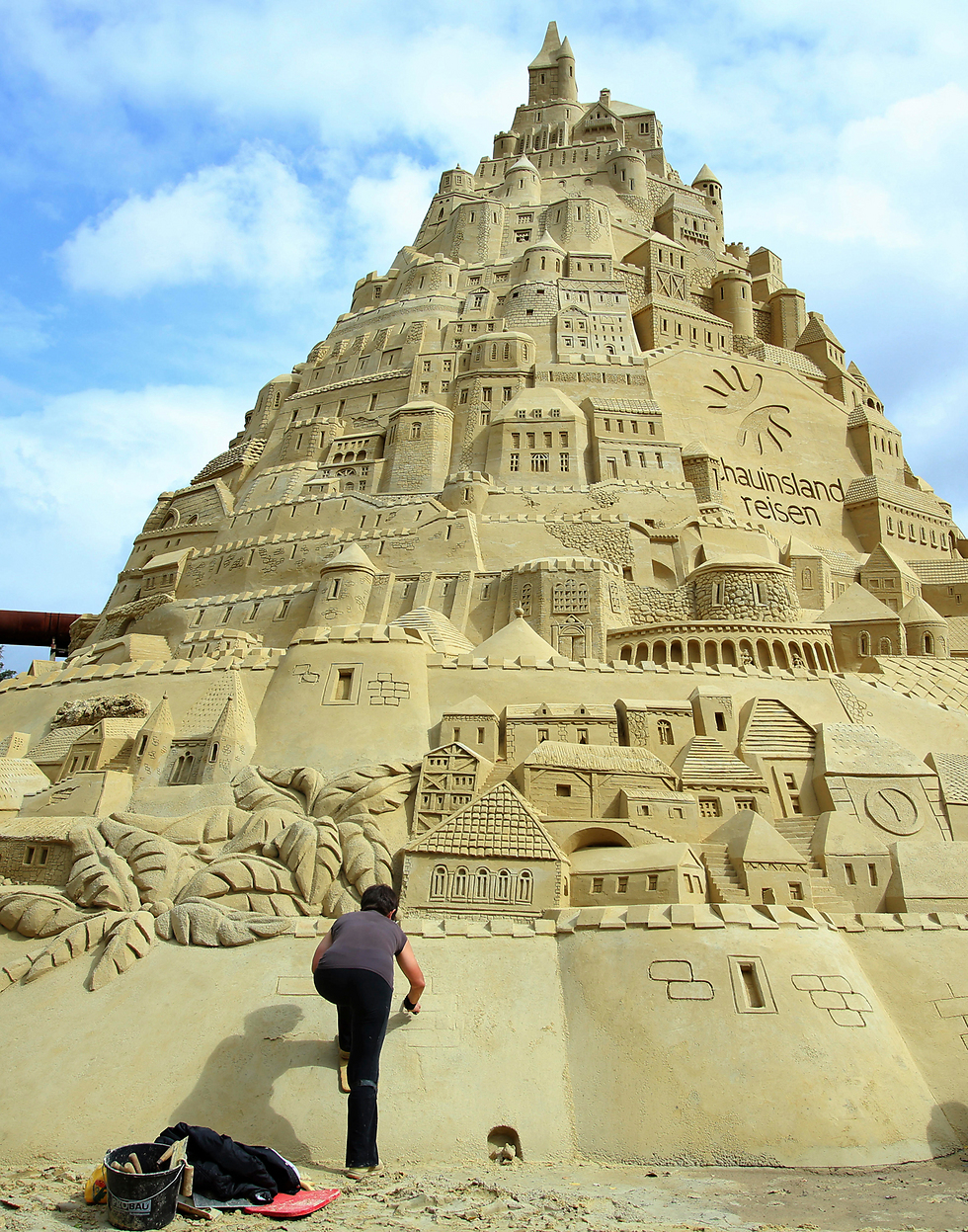 ארמון החול הגבוה בעולם נבנה בגרמניה (צילום: AP)