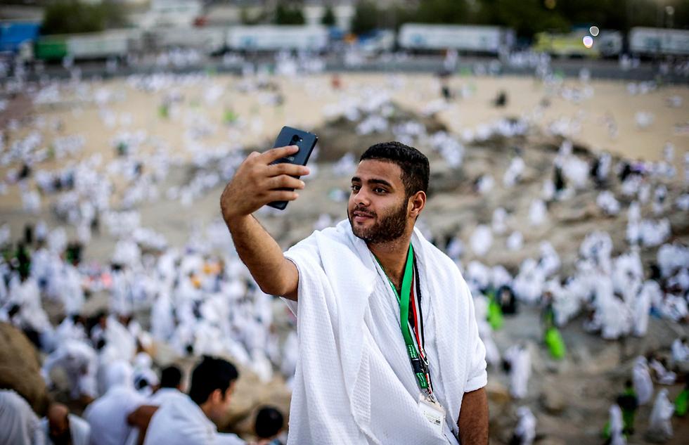 סלפי בעלייה לרגל למכה, סעודיה, במסגרת החג' (צילום: EPA)