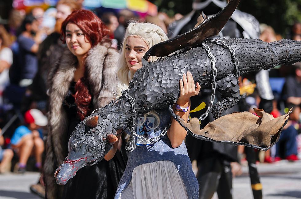"""דמותה של דאינריז טארגאריין מ""""משחקי הכס"""" במצעד שנתי של דמויות מדע בדיוני באטלנטה, ג'ורג'יה, שבארה""""ב (צילום: EPA)"""