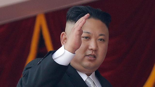 """שליט צפון קוריאה קים ג'ונג און. """"מתחנן למלחמה"""" (צילום: AP)"""