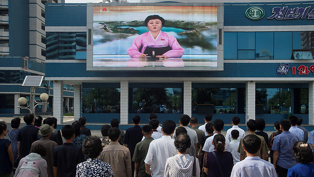 Citizens in Pyongyang watching the anouncement of the nuclear test (Photo: AFP)