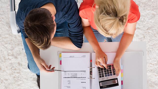 הדרך הנכונה להגיע לאיזון כלכלי היא על ידי בניית תקציב (צילום: Shutterstock) (צילום: Shutterstock)
