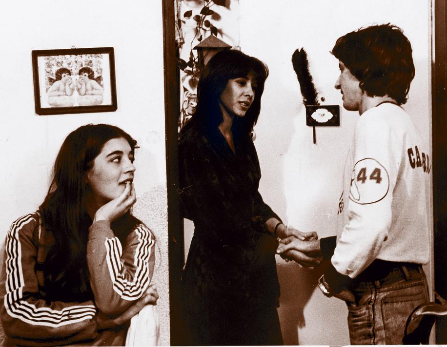 """מימין: גידי גוב, גלי עטרי וענת עצמון ב""""דיזנגוף 99 """", רגע לפני סצנת השלישייה המפורסמת"""