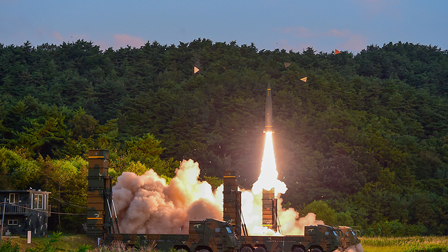 אחרי השיגור של צפון קוריאה: ניסוי דרום קוריאני בטיל בליסטי (צילום: AP)