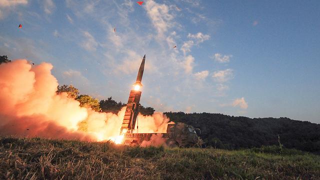 ירי טילים בליסטיים בתרגיל הדרום-קוריאני (צילום: AP)