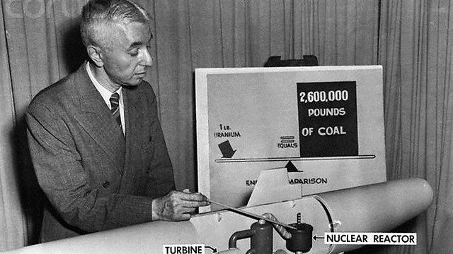 אבי הצי הגרעיני האמריקני קיבל מתנות בשווי עשרות אלפי דולרים. אדמירל היימן ג'ורג' ריקובר ()