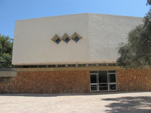 אולם תרבות בקיבוץ ברעם במרום הגליל (צילום: מיכאל יעקובסון)