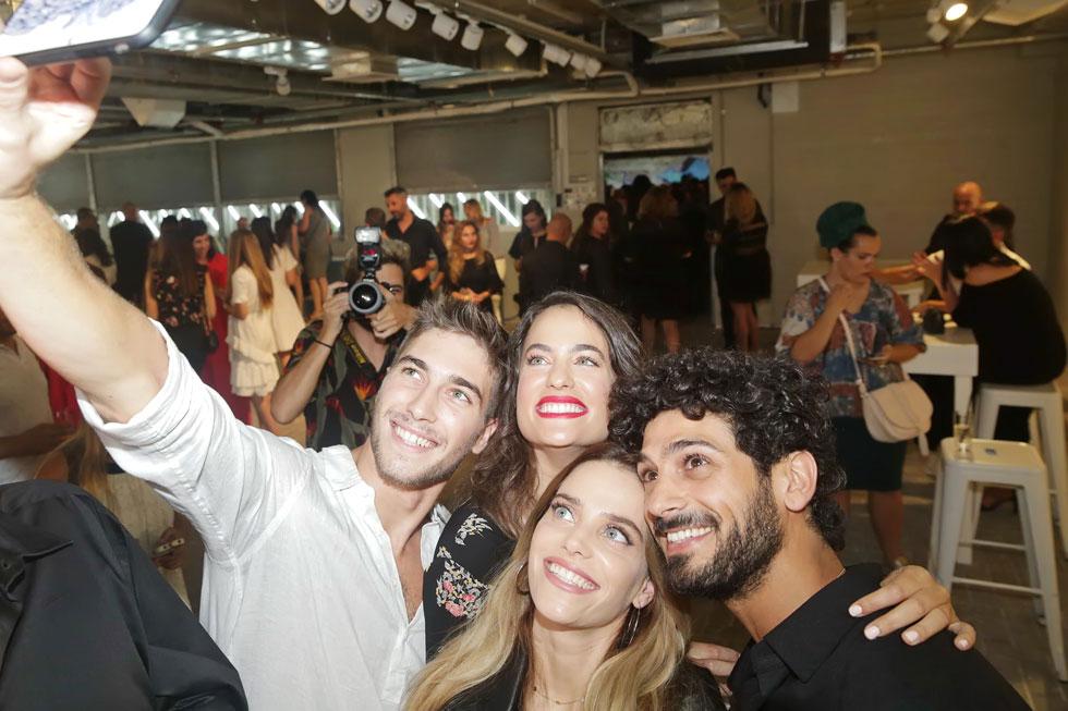 בקהל: סלבריטאים, בלוגרים, אינסטבלוגרים ואושיות אופנה, ובראשם הפרזנטורים החדשים של קסטרו, רותם סלע ואביב אלוש (צילום: שוקה כהן)