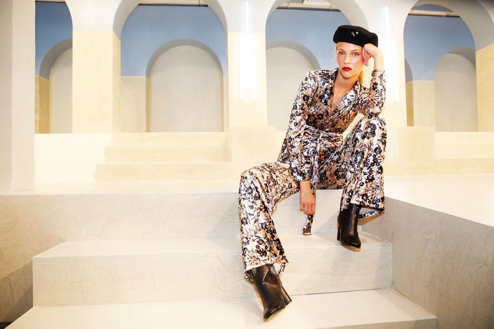 הצעות לבוש קז'ואליות המתכתבות עם שלל הטרנדים שהותאמו לקהל שוחר האופנה המסחרית. המיצג של קסטרו (צילום: גיל חיון)