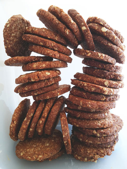 קרנצ'יות ומתוקות במידה. עוגיות שיבולת שועל ומייפל (צילום: שף אושר אידלמן)