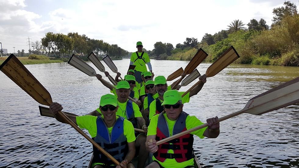 """מתמודדים יחד, עובדים יחד. קבוצת """"חותרי הפארק"""". צילום: עופר פז (דבי שטראוס) (דבי שטראוס)"""