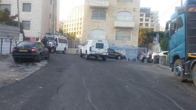 הכניסות לשכונה נסגרו ונמנע מעבר לתנועת כלי רכב והולכי רגל (צילום: עיר עמים)