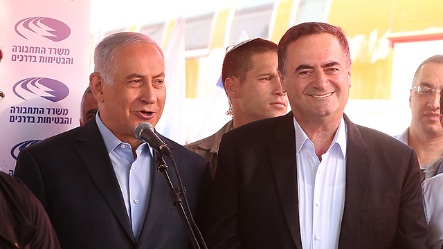 Netanyahu (L) and Katz (Photo: Elad Gershgorn)