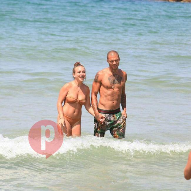תודו שאין על החוף של תל אביב! ג'רמי מיקס וקלואי גרין (צילום: מוטי לבטון)