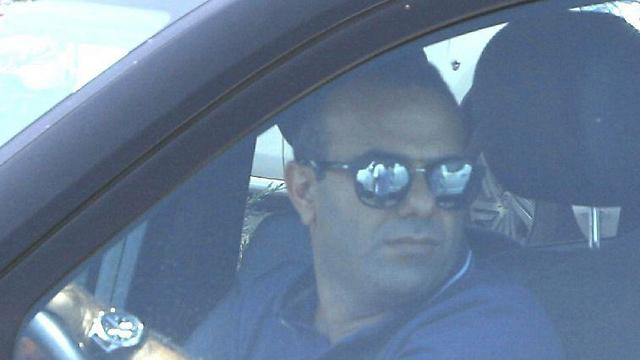 Shalom Shlomo arriving at Lahav 433 offices to give his testimony (Photo: Avi Mualem)