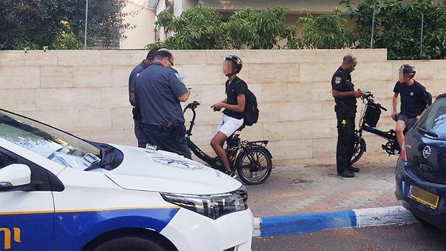 """דו""""חות לרוכבים על אופניים חשמליים ברמת-גן. ארכיון (צילום: עיריית רמת גן) (צילום: עיריית רמת גן)"""