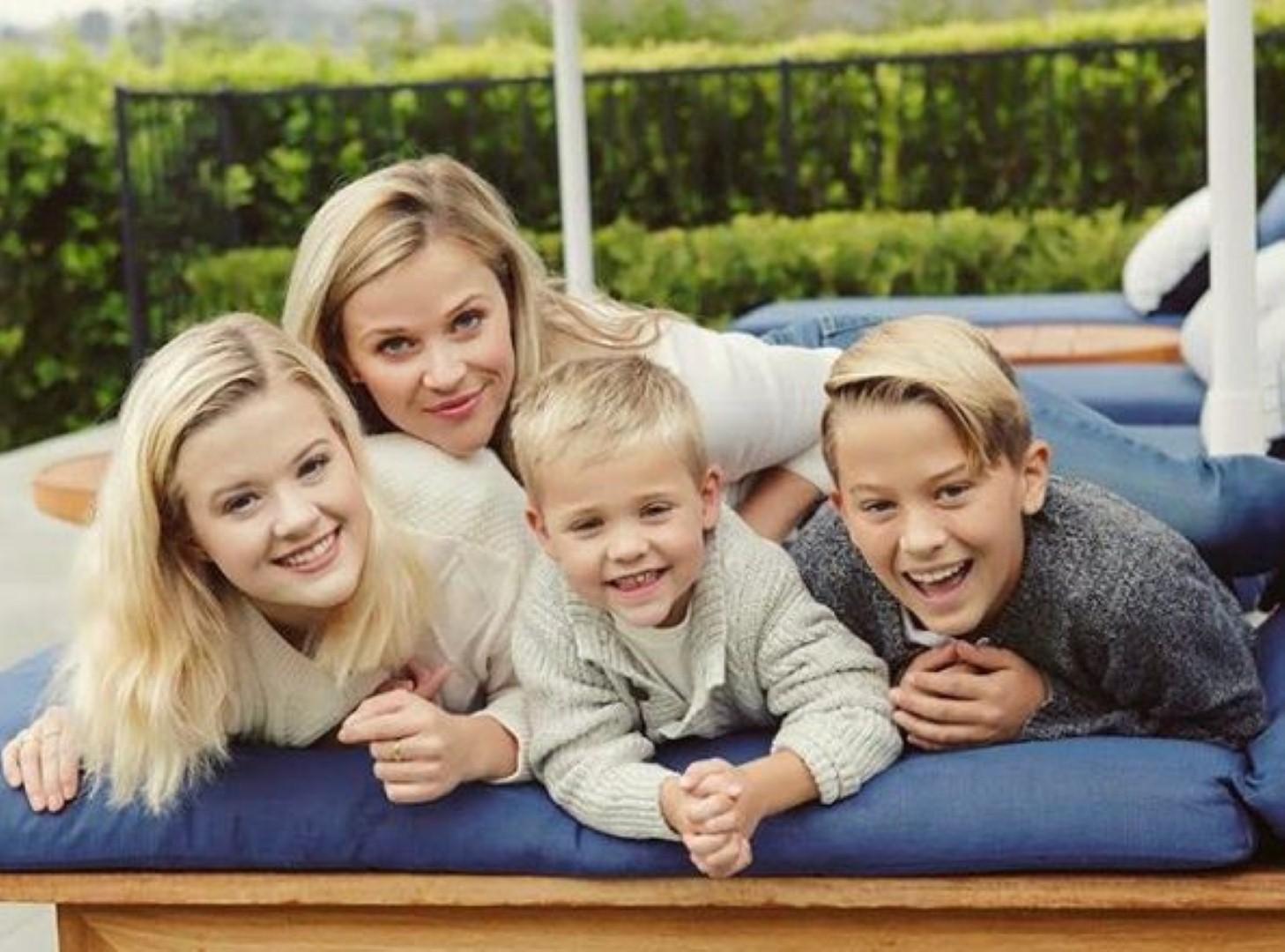 גאים בה! וויתרספון עם שלושת ילדיה (אינסטגרם)