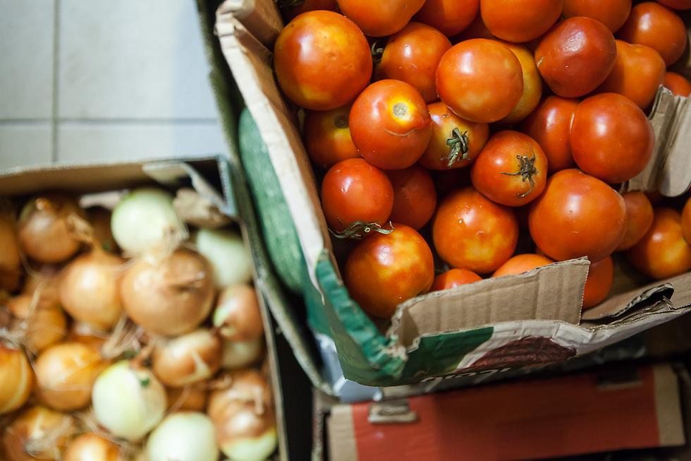 """לא חייבים להשתמש בעגבניות הכי יפות בעולם בשביל גספצ'ו (צילום: ענת פייזר) (צילום: יח""""צ)"""
