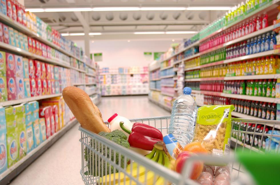 """מיכל ביטרמן: """"אנחנו יודעים להיות חסכנים ומחושבים כשאנחנו קונים אוכל, אבל דבר אינו עומד בפנינו מלזרוק אוכל"""" (צילום: Gettyimages)"""